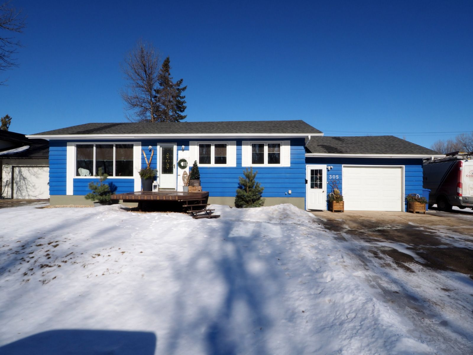 Main Photo: 305 Caithness Street in Portage la Prairie: House for sale : MLS®# 202104391