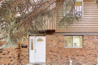 Photo 3: 14 287 Southampton Drive SW in Calgary: Southwood Row/Townhouse for sale : MLS®# A1100013