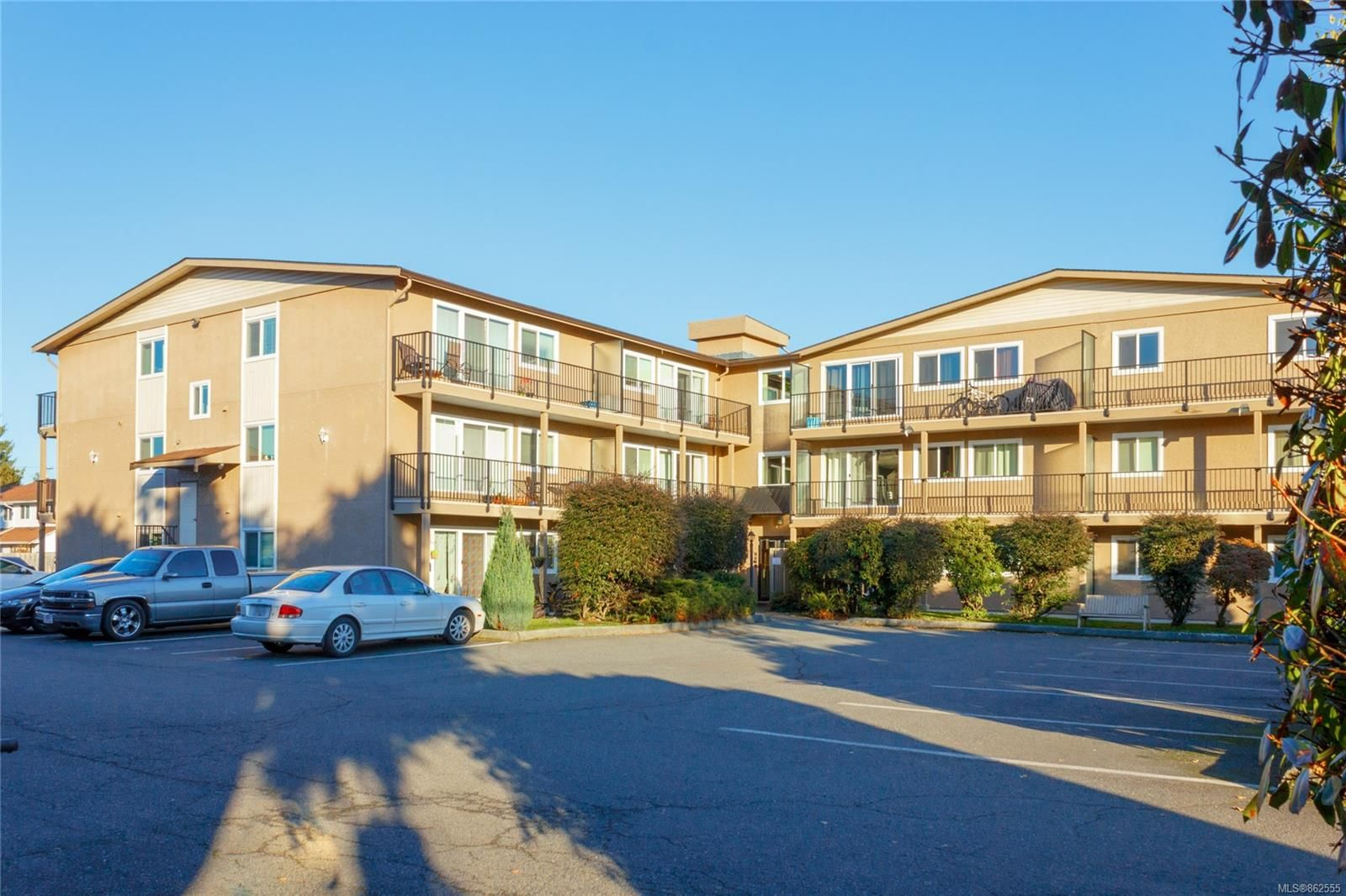 Main Photo: 205 2515 Alexander St in : Du East Duncan Condo for sale (Duncan)  : MLS®# 862555