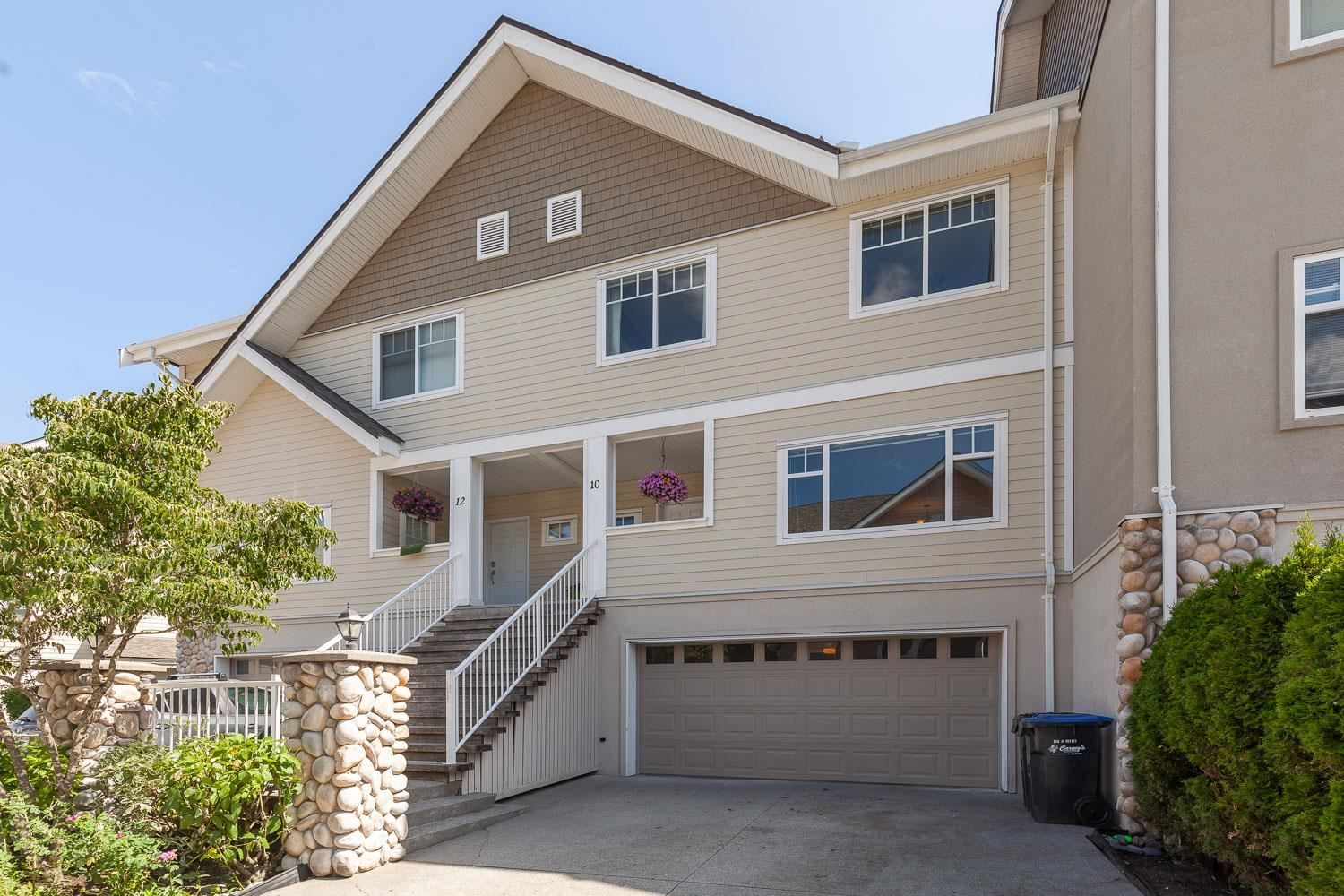 """Main Photo: 10 1200 EDGEWATER Drive in Squamish: Northyards Townhouse for sale in """"Edgewater"""" : MLS®# R2603917"""