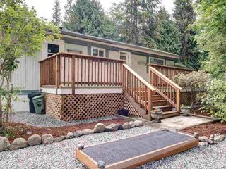 Photo 1: 17 240 HARRY Road in Gibsons: Gibsons & Area Manufactured Home for sale (Sunshine Coast)  : MLS®# R2588608