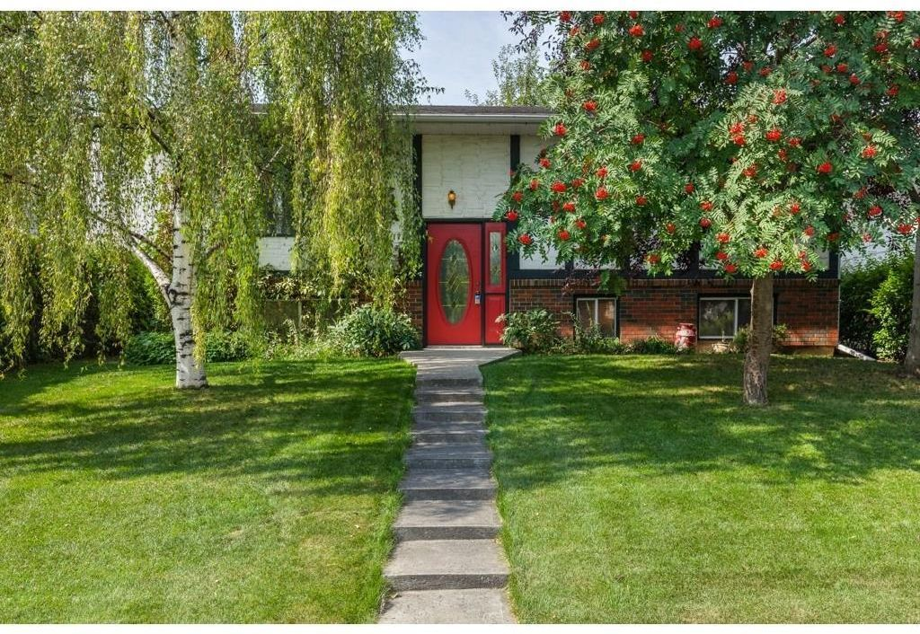 Absolutely beautiful Pineridge location with mature trees and yard!