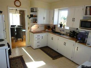 Photo 7: 2660 CADBORO BAY Rd in VICTORIA: OB Henderson House for sale (Oak Bay)  : MLS®# 657851
