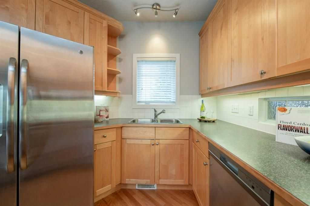 Photo 16: Photos: 32 Prominence Park SW in Calgary: Patterson Row/Townhouse for sale : MLS®# A1112438