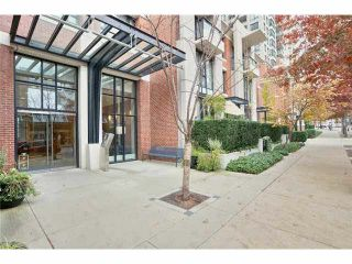 """Photo 3: 2504 977 MAINLAND Street in Vancouver: Yaletown Condo for sale in """"YALETOWN PARK III"""" (Vancouver West)  : MLS®# V1094535"""