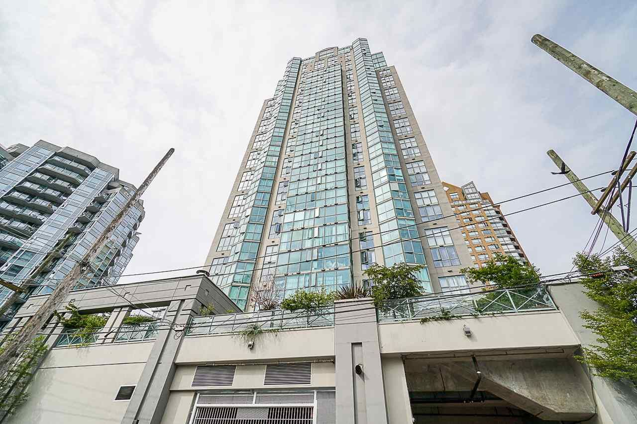 "Main Photo: 803 1188 HOWE Street in Vancouver: Downtown VW Condo for sale in ""1188 Howe"" (Vancouver West)  : MLS®# R2526482"