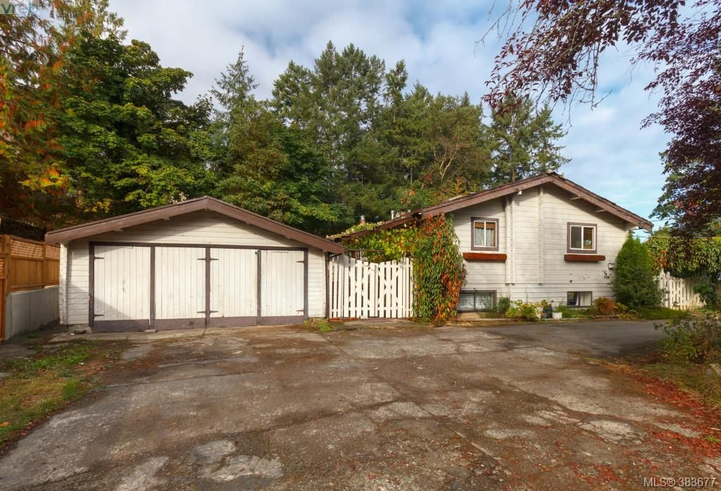 Main Photo: 6898 Woodward Dr in BRENTWOOD BAY: CS Brentwood Bay House for sale (Central Saanich)  : MLS®# 771146
