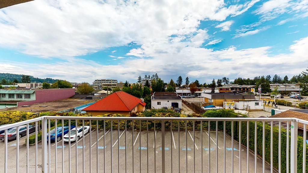 "Photo 3: Photos: 308 5711 MERMAID Street in Sechelt: Sechelt District Condo for sale in ""MERMAID BUILDING"" (Sunshine Coast)  : MLS®# R2593663"