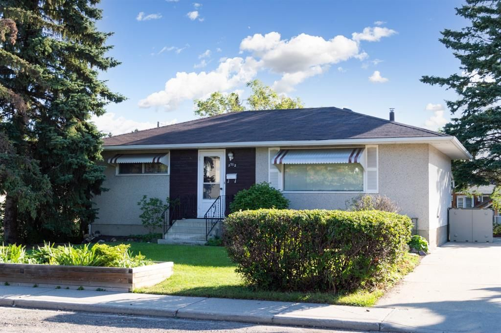 Main Photo: 3712 Bow Anne Road NW in Calgary: Bowness Detached for sale : MLS®# A1140913