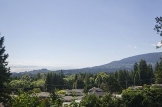 Photo 3: 231 W BALMORAL Road in North Vancouver: Upper Lonsdale House for sale : MLS®# R2190109