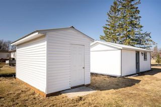 Photo 27: 31 Second Street West in Elma: Whitemouth Residential for sale (R18)  : MLS®# 202109524