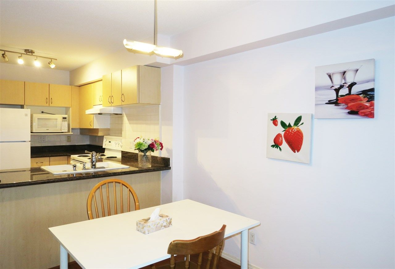 """Main Photo: 802 6611 COONEY Road in Richmond: Brighouse Condo for sale in """"MANHATTAN TOWER"""" : MLS®# R2143069"""