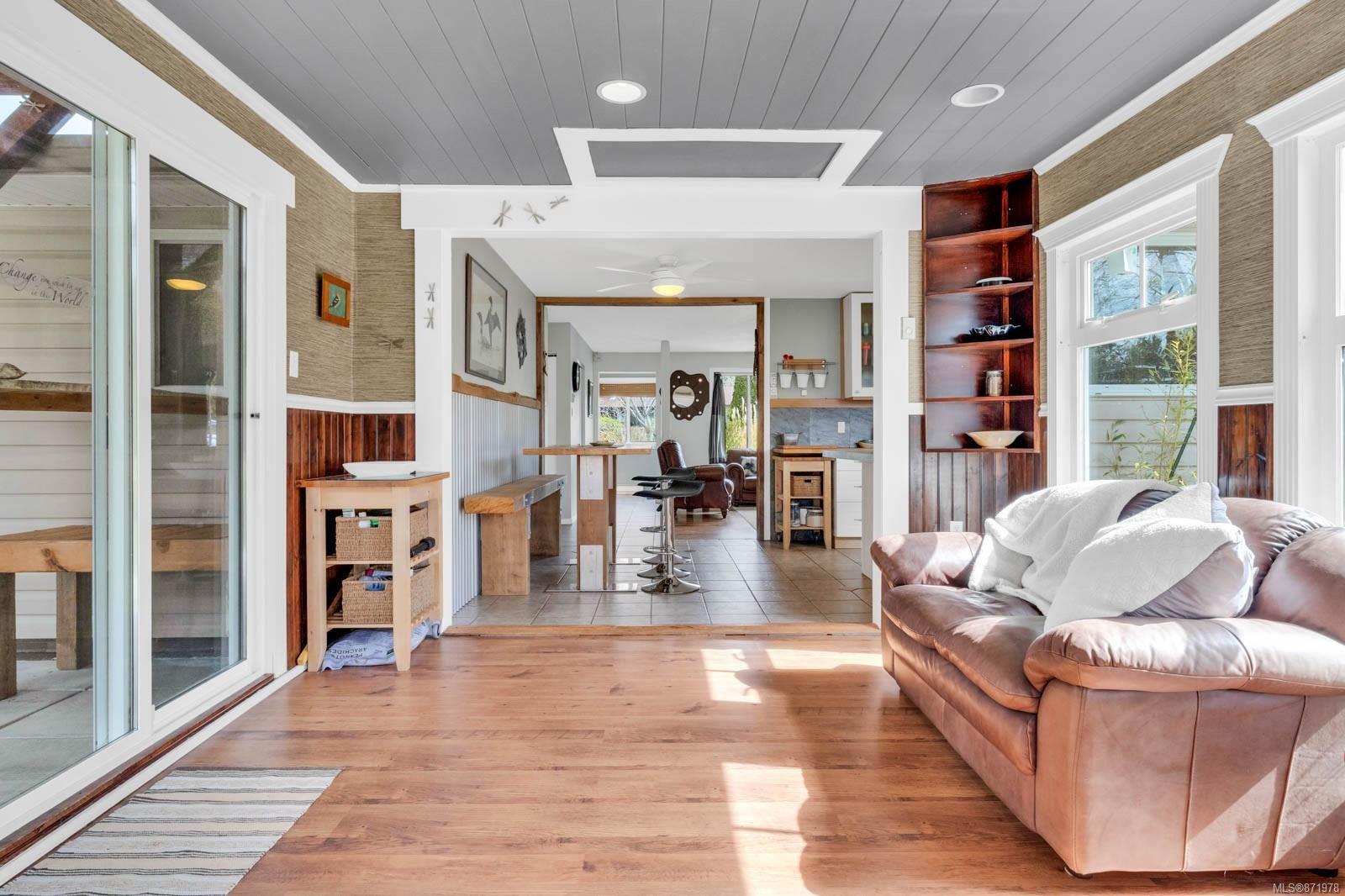 Photo 8: Photos: 1539 Chilcotin Cres in : CV Comox (Town of) House for sale (Comox Valley)  : MLS®# 871978