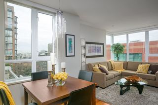 "Photo 1: 401 2483 SPRUCE Street in Vancouver: Fairview VW Condo for sale in ""Skyline"" (Vancouver West)  : MLS®# R2131999"