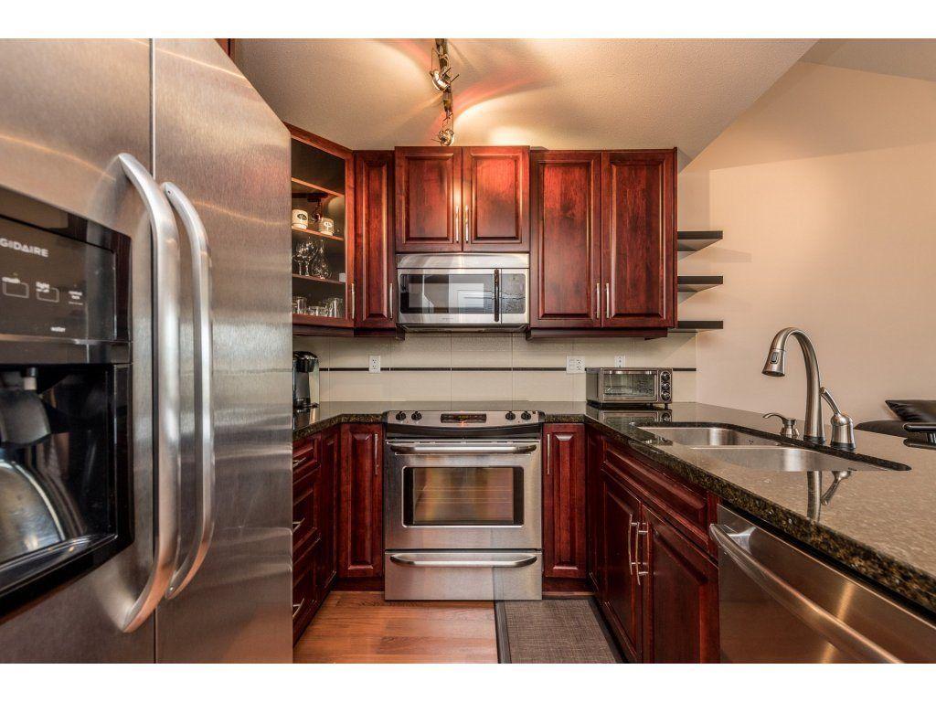 Photo 3: Photos: 405 19939 55A AVENUE in Langley: Langley City Condo for sale : MLS®# R2160675
