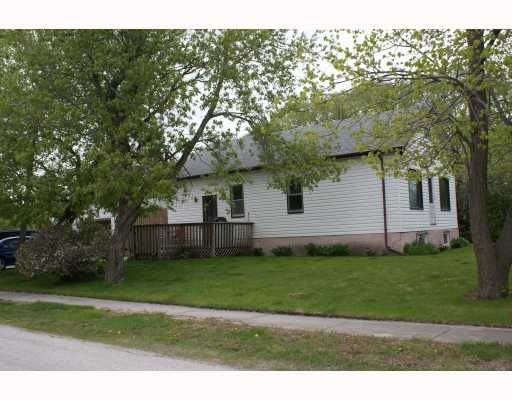 Main Photo: 2 Alexander St in Winnipeg: Residential for sale : MLS®# 2910412