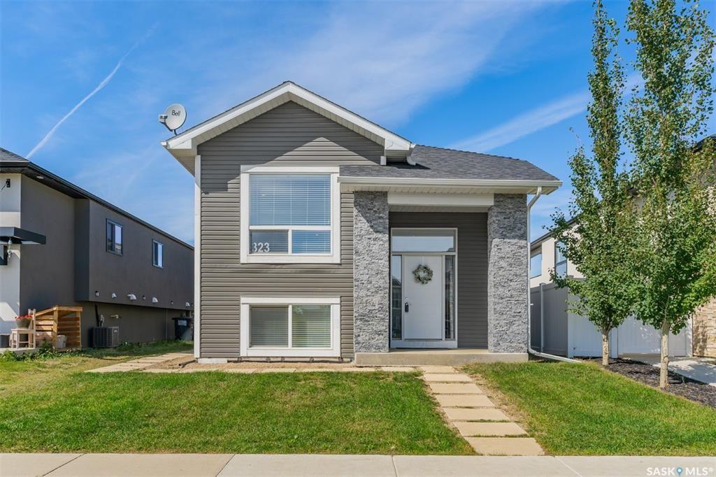 Main Photo: 323 Rosewood Boulevard West in Saskatoon: Rosewood Residential for sale : MLS®# SK868475