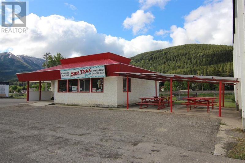FEATURED LISTING: 11366 20 Avenue Blairmore