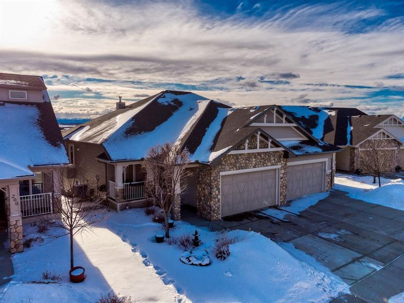 FEATURED LISTING: 196 Sunset Square Cochrane