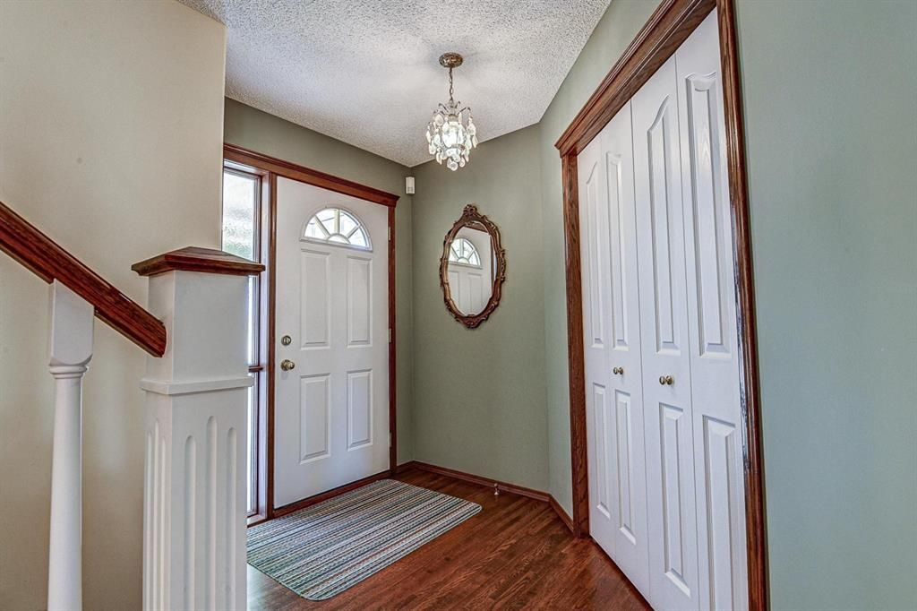 Photo 2: Photos: 127 Bridlewood Circle SW in Calgary: Bridlewood Detached for sale : MLS®# A1123607