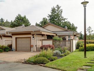 Photo 1: 5 901 Kentwood Lane in VICTORIA: SE Broadmead Row/Townhouse for sale (Saanich East)  : MLS®# 825659