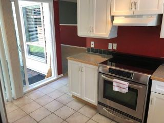 Photo 4: 6146 W GREENSIDE Drive in Surrey: Cloverdale BC Townhouse for sale (Cloverdale)  : MLS®# R2275639