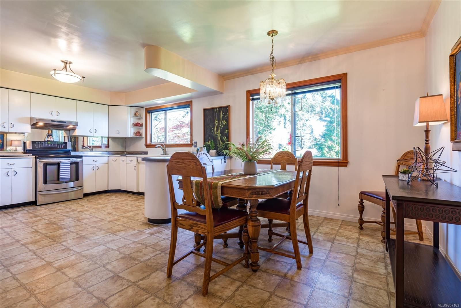 Photo 13: Photos: 4241 Buddington Rd in : CV Courtenay South House for sale (Comox Valley)  : MLS®# 857163