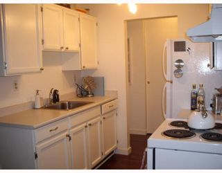 """Photo 3: 205 930 E 7TH Avenue in Vancouver: Mount Pleasant VE Condo for sale in """"Windsor Park"""" (Vancouver East)  : MLS®# V787227"""