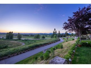 """Photo 9: 209 16380 64 Avenue in Surrey: Cloverdale BC Condo for sale in """"The Ridge at Bose Farms"""" (Cloverdale)  : MLS®# R2589170"""