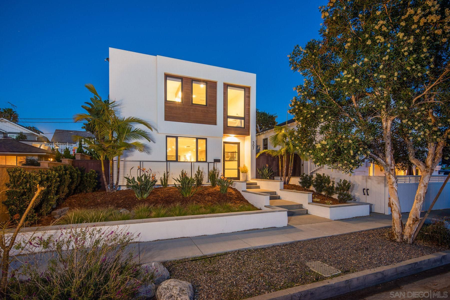 Main Photo: ENCINITAS House for sale : 5 bedrooms : 307 La Mesa Ave