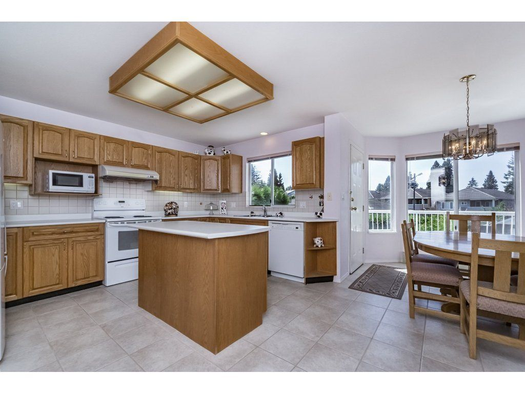 Photo 6: Photos: 7135 4TH Street in Burnaby: Burnaby Lake House for sale (Burnaby South)  : MLS®# R2184143
