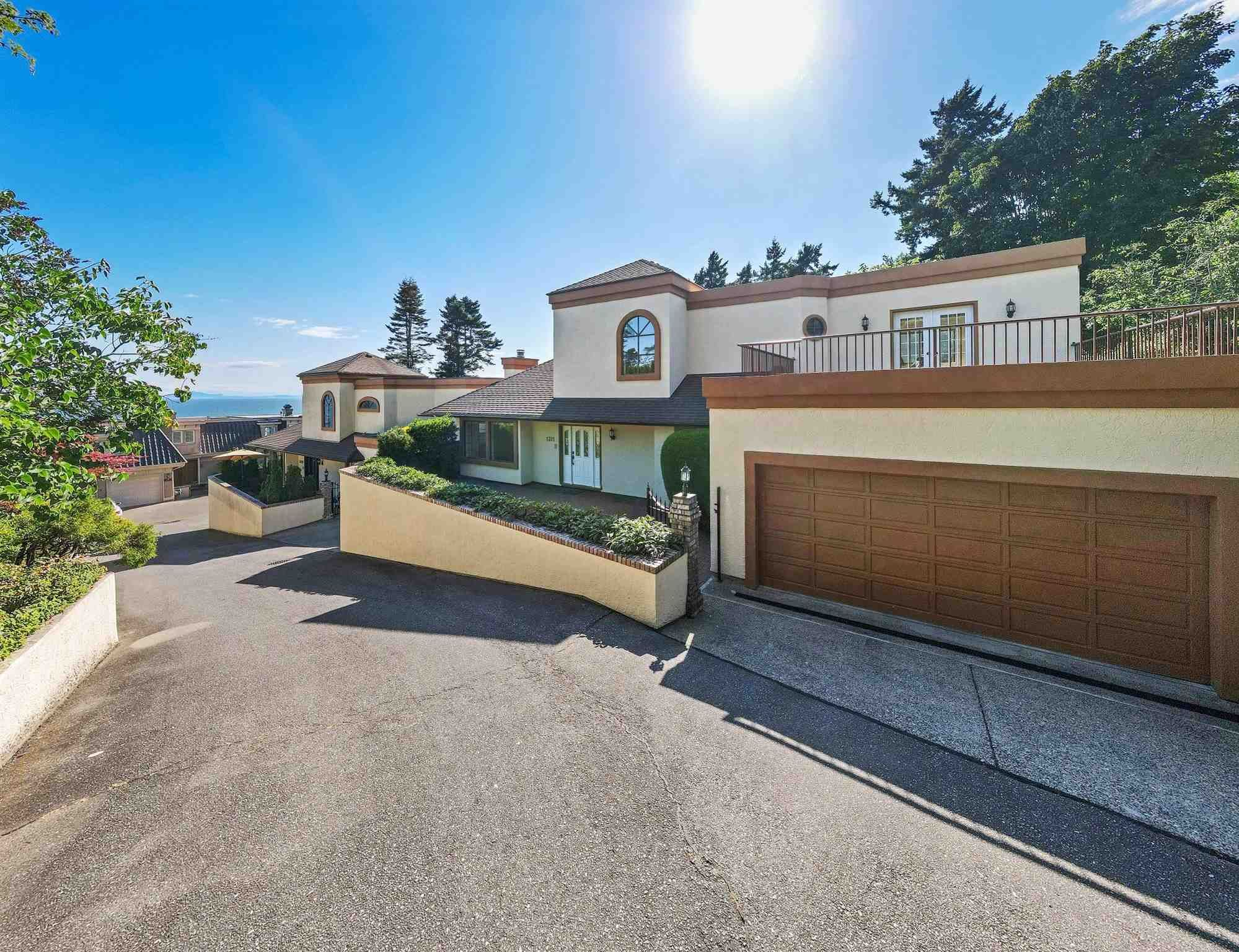 """Main Photo: 1311 133A Street in Surrey: Crescent Bch Ocean Pk. House for sale in """"Seacliffe Manor"""" (South Surrey White Rock)  : MLS®# R2605149"""