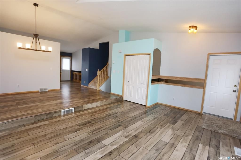 Photo 8: Photos: 206 1st Avenue North in Warman: Residential for sale : MLS®# SK796281