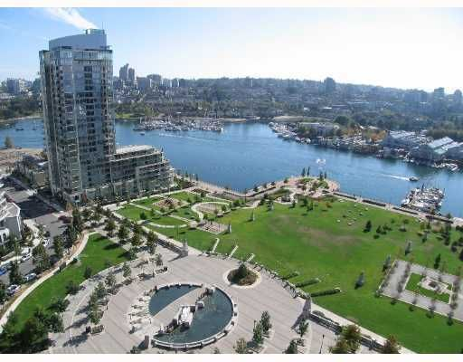 """Main Photo: 583 BEACH Crescent in Vancouver: False Creek North Condo for sale in """"TWO PARKWEST"""" (Vancouver West)  : MLS®# V634850"""