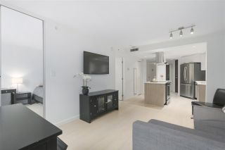 """Photo 5: 402 1050 BURRARD Street in Vancouver: Downtown VW Condo for sale in """"WALL CENTRE"""" (Vancouver West)  : MLS®# R2362675"""
