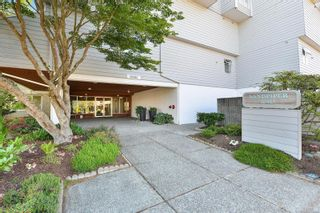 Photo 4: 311 10461 Resthaven Dr in : Si Sidney North-East Condo for sale (Sidney)  : MLS®# 882605