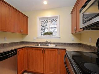 Photo 9: 106 655 Goldstream Ave in VICTORIA: La Fairway Condo for sale (Langford)  : MLS®# 747051