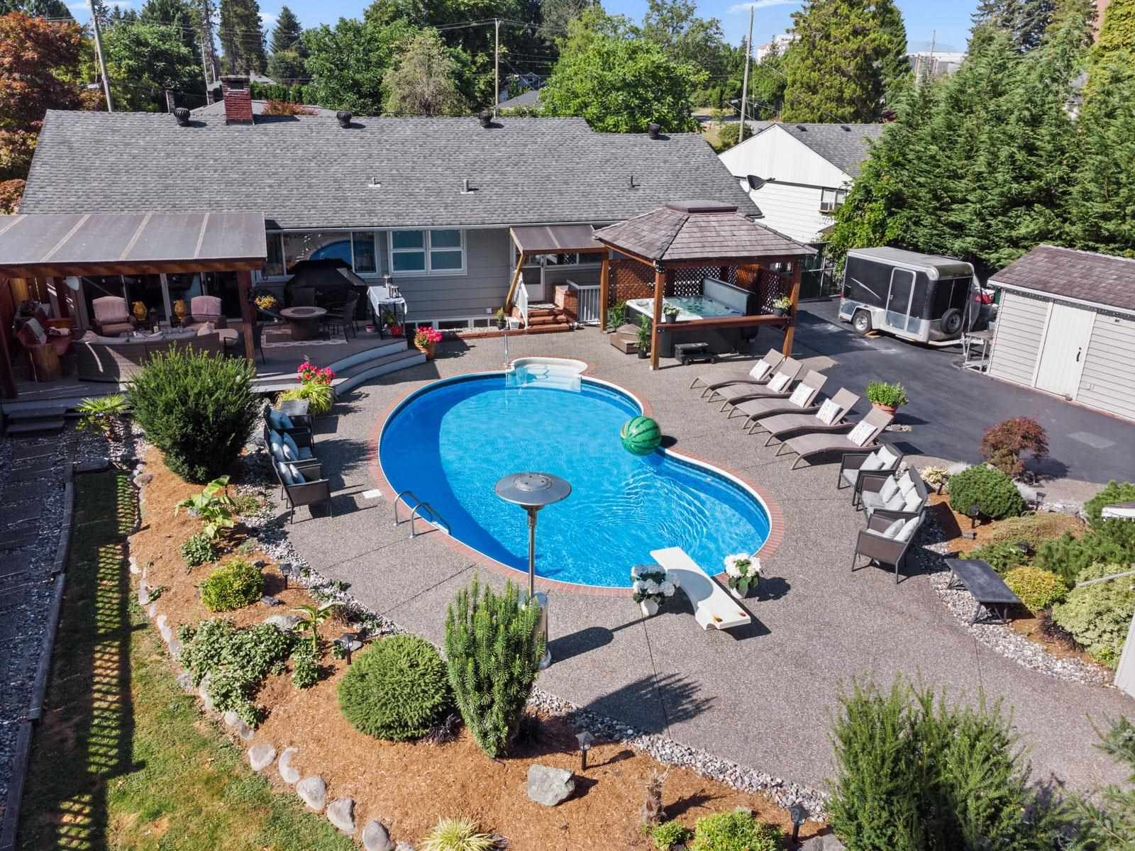 Main Photo: 22070 CLIFF Avenue in Maple Ridge: West Central House for sale : MLS®# R2602946