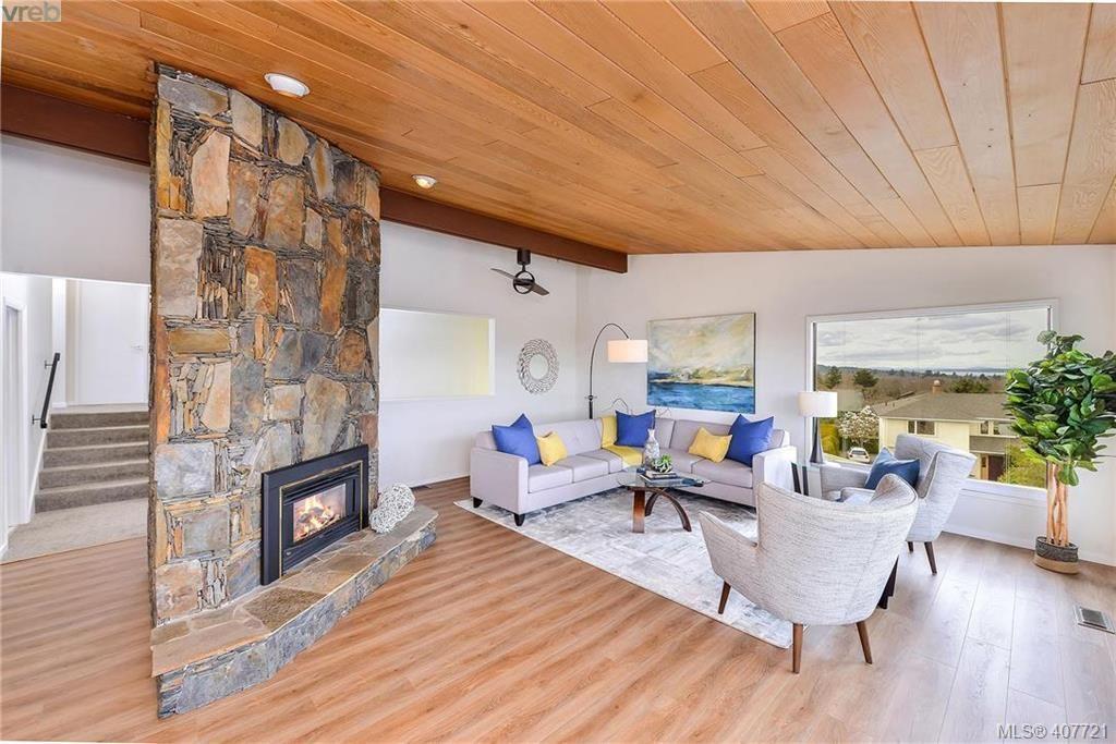 Photo 18: Photos: 3698 Kootenay Pl in VICTORIA: SE Cedar Hill House for sale (Saanich East)  : MLS®# 810256