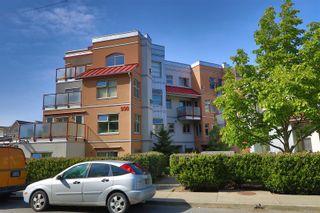 Main Photo: 107 930 North Park St in : Vi Central Park Condo for sale (Victoria)  : MLS®# 875778