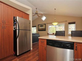 Photo 8: 104 Thetis Vale Cres in VICTORIA: VR Six Mile House for sale (View Royal)  : MLS®# 656097