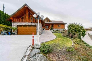 Photo 1: 7237 MARBLE HILL Road in Chilliwack: Eastern Hillsides House for sale : MLS®# R2574051