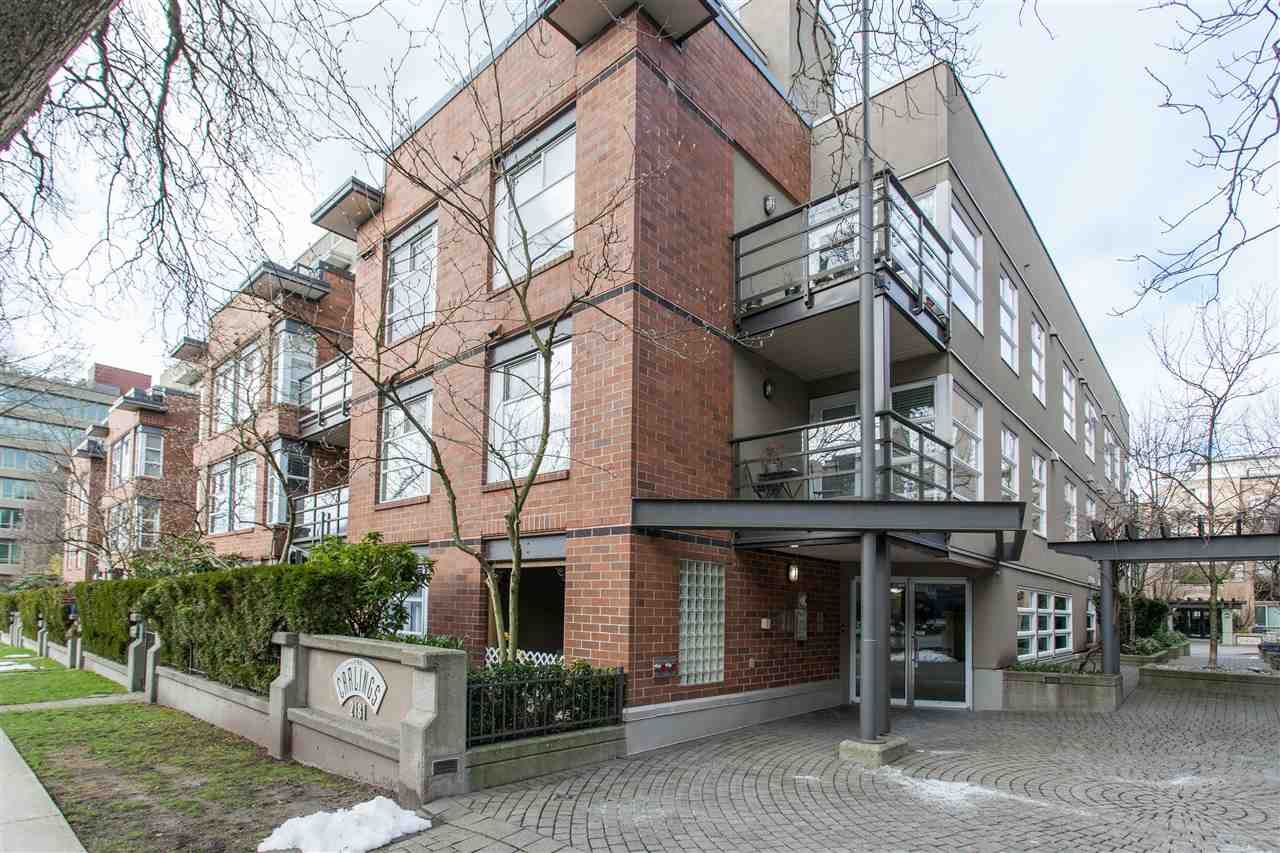 """Main Photo: 310 2181 W 12TH Avenue in Vancouver: Kitsilano Condo for sale in """"THE CARLINGS"""" (Vancouver West)  : MLS®# R2243411"""