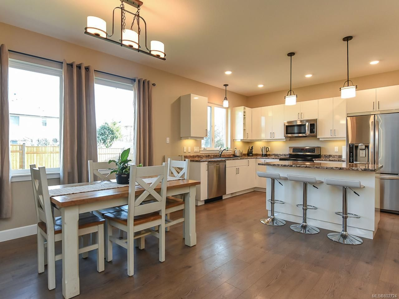 Photo 8: Photos: 106 2883 Muir Rd in COURTENAY: CV Courtenay East House for sale (Comox Valley)  : MLS®# 802724