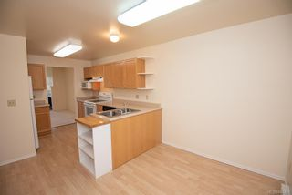 Photo 6: 4 909 Admirals Rd in Esquimalt: Es Esquimalt Row/Townhouse for sale : MLS®# 844251