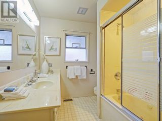 Photo 10: 9252 West Saanich Road in North Saanich: House for sale : MLS®# 375505