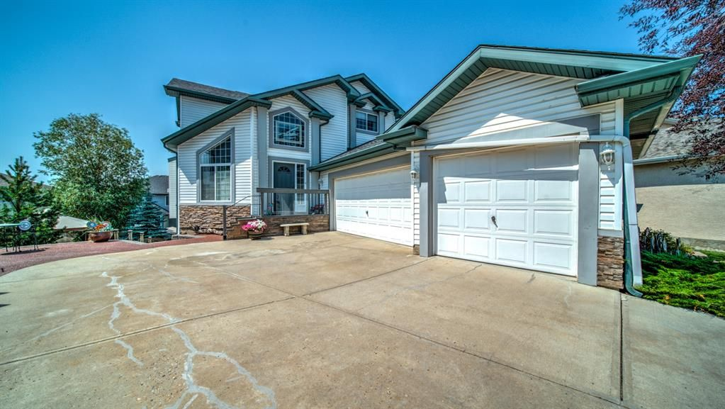 Main Photo: 121 Cove Point: Chestermere Detached for sale : MLS®# A1131912
