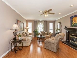 Photo 2: Coquitlam: Condo for sale : MLS®# R2075039