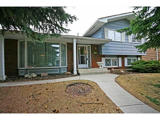 Main Photo: 1243 LAKE SUNDANCE Crescent SE in CALGARY: Lake Bonavista Residential Detached Single Family for sale (Calgary)  : MLS®# C3611043