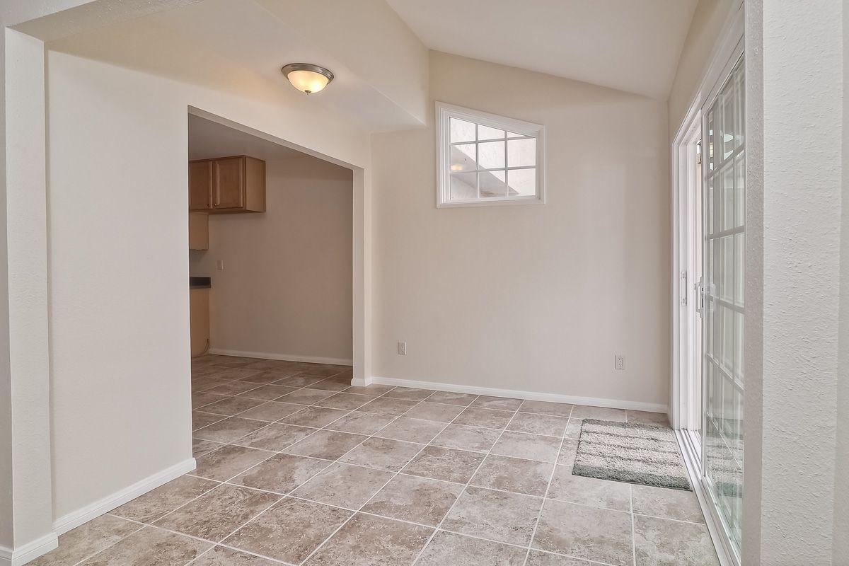 Photo 11: Photos: CLAIREMONT Condo for sale : 3 bedrooms : 5513 Caminito Roberto in San Diego